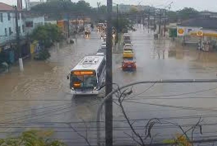 A Av. Marquês do Paraná, que liga Icaraí à ponte Rio-Niterói cruzando o Centro