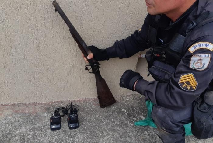 A Polícia Militar deflagrou, em Campos, operação para coibir a disputa territorial entre facções criminosas no subdistrito de Guarus