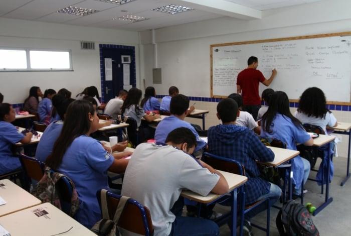 Professores estaduais poderão fazer mais horas extras