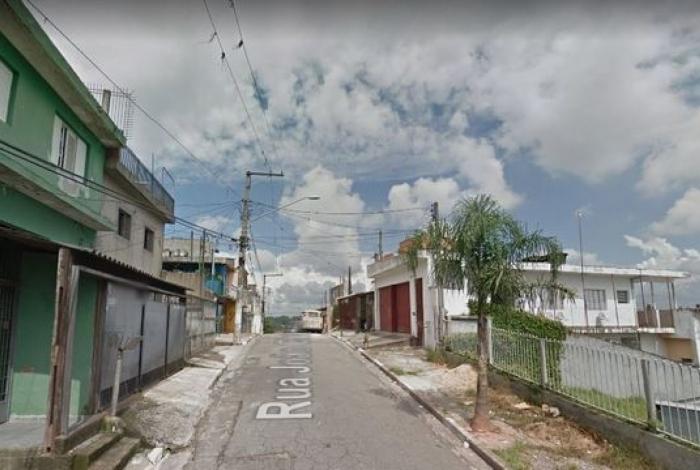 Corpo foi encontrado próximo a uma caçamba de lixo na Rua João Chammas, no bairro Jardim São Luís