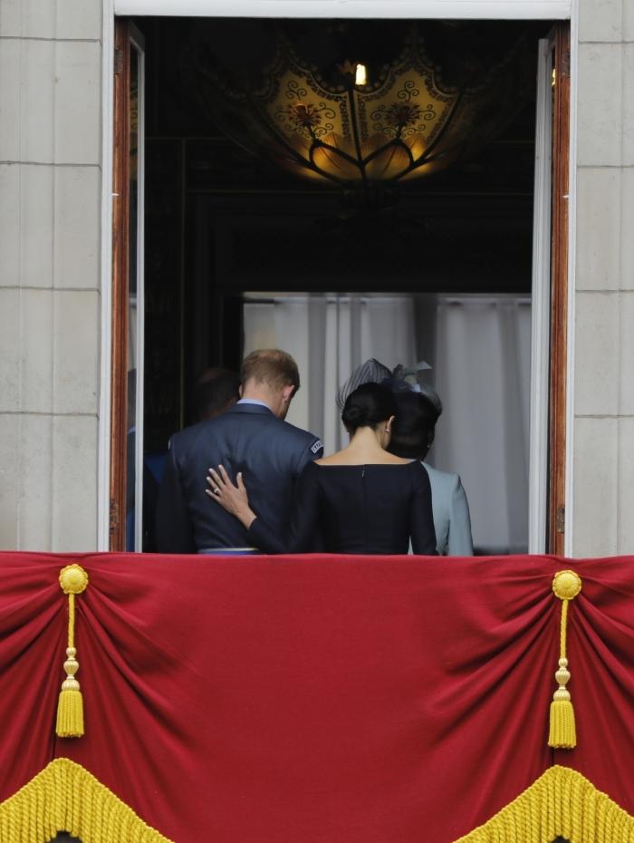 Rainha Elizabeth II disse que o príncipe Harry e Meghan teriam permissão para dividir seu tempo entre a Grã-Bretanha e o Canadá