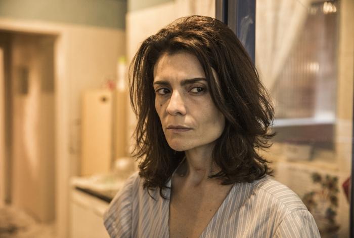 Leila (Arieta Corrêa) não mede esforços para recuperar a família em 'Amor de Mãe', da Globo