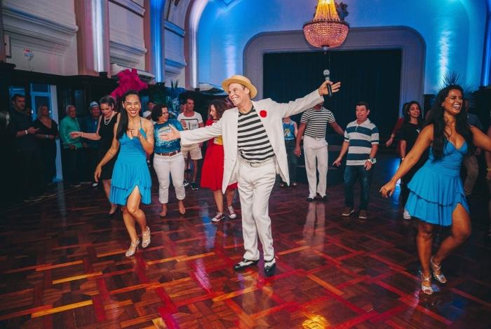 Mestre de cerimônias do evento, coreógrafo Carlinhos de Jesus vai comandar aula de gafieira com seus dançarinos