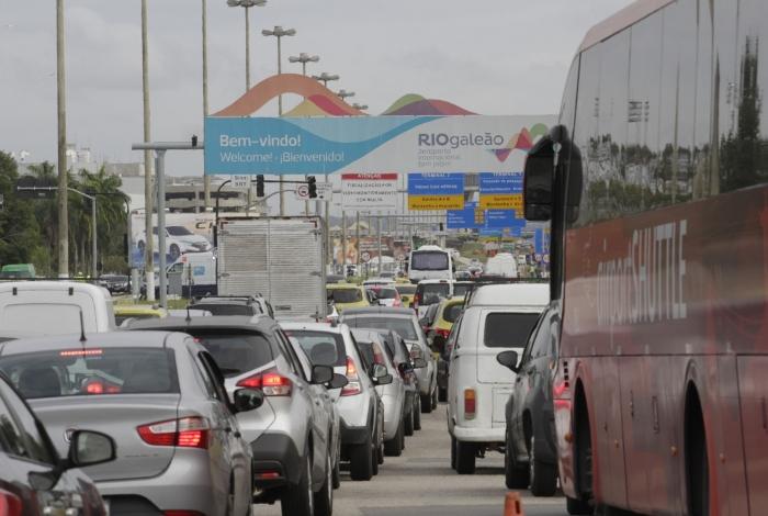 A imagem - claustrofóbica - mostra a agonia diária de quem precisa vencer o caos do trânsito no Rio