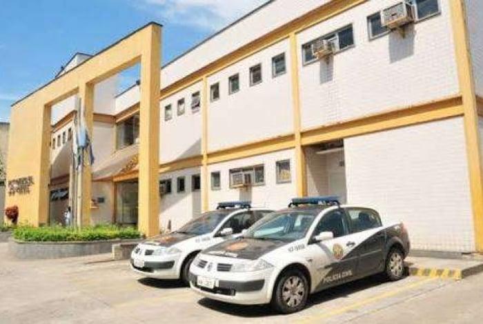 Os policiais da delegacia de Comendador Soares prenderam o acusado em Cabuçu