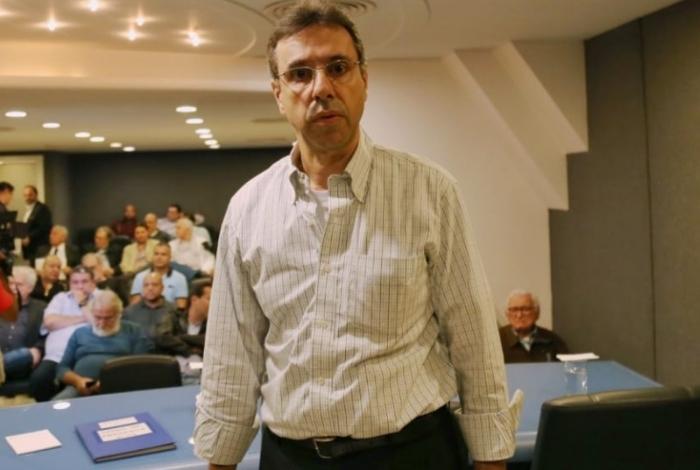 Jorge Castanheira, presidente da Liesa, durante reunião com representantes das escolas de samba