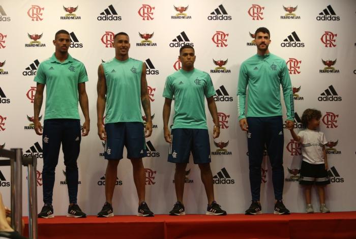 Vinicius, Gabriel Batista, Pedro Rocha e Gustavo Henrique participam do lançamento dos uniformes