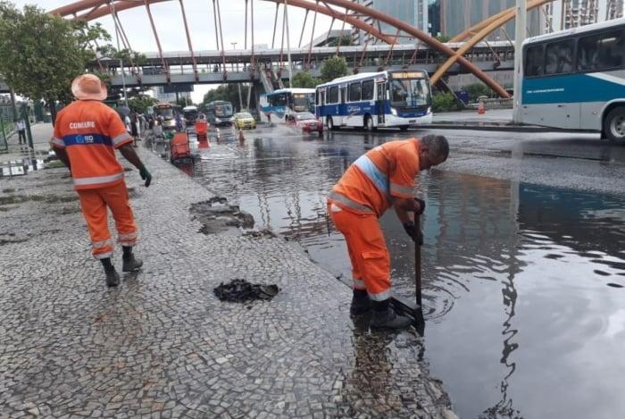 Chuva causa alagamentos na cidade