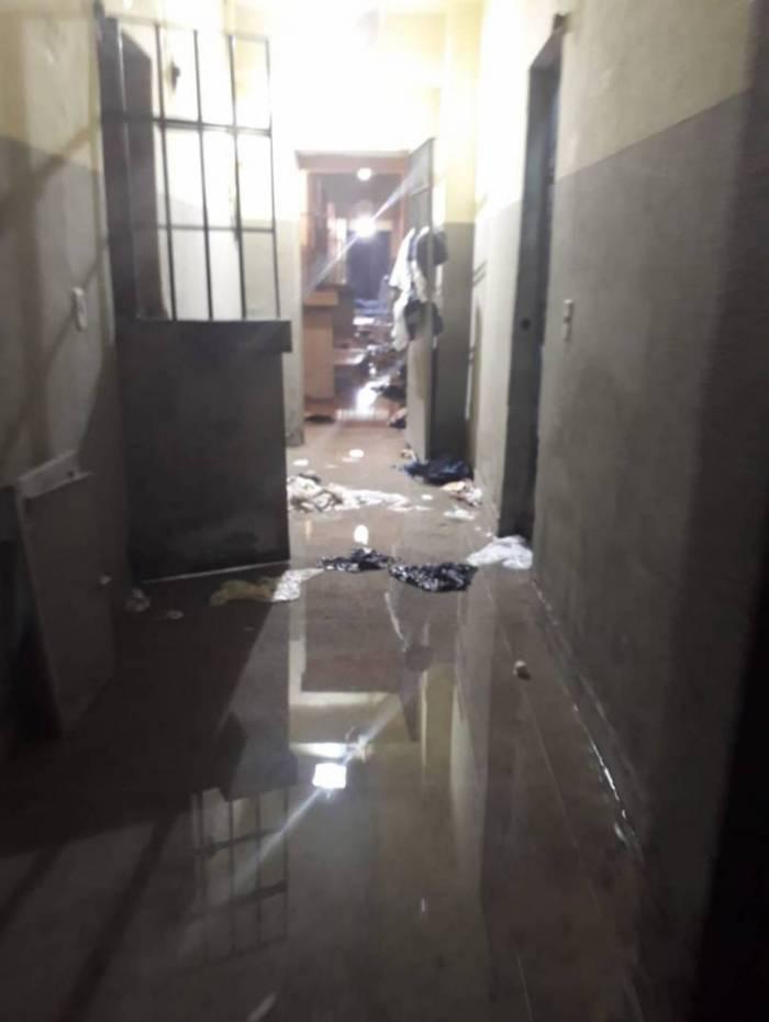 Local ficou destruído após a ação dos infratores