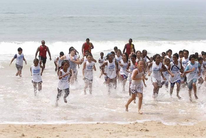 O Projeto Botinho vai reunir 150 crianças na Praia dos Cavaleiros este ano