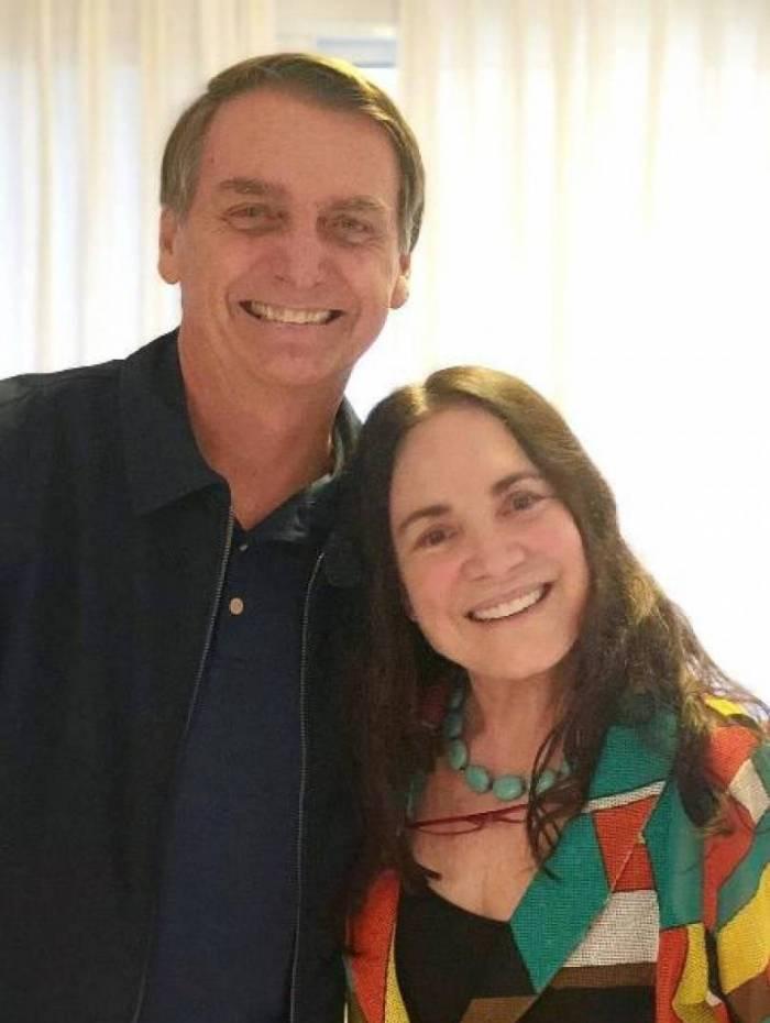 Presidente Jair Bolsonaro convidou a atriz Regina Duarte para assumir a pasta de Cultura