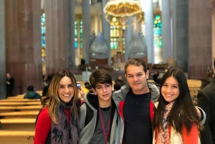 Monique Curi com a família em Barcelona