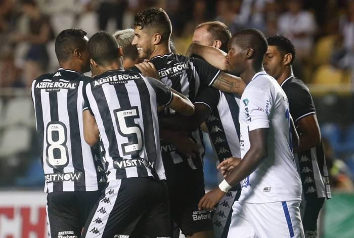 Botafogo vence o Vitória FC por 2 a 0 em amistoso disputado no Estádio Kleber Andrade, em Cariacica