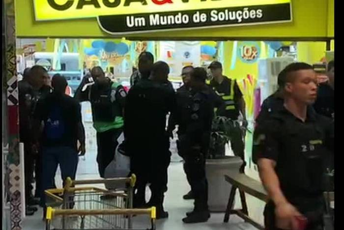 Suspeito de roubar 30 celulares em loja é preso