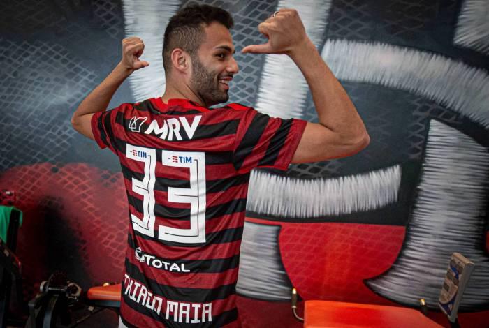 Thiago Maia exibe a camisa 33, número escolhido por ele e que remete à idade de Jesus quando morreu