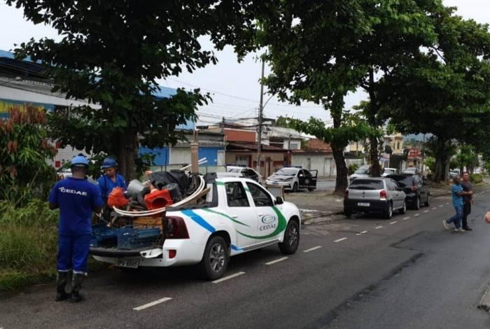 Policiais da 33ª DP (Realengo) prenderam sete suspeitos de praticarem furto de água e energia elétrica