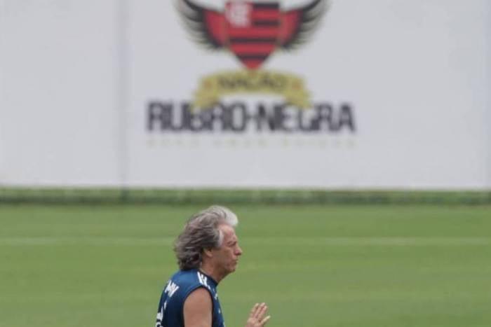 Após criticar gestão do Flamengo, presidente do Santos é detonado por ex-jogador do clube paulista
