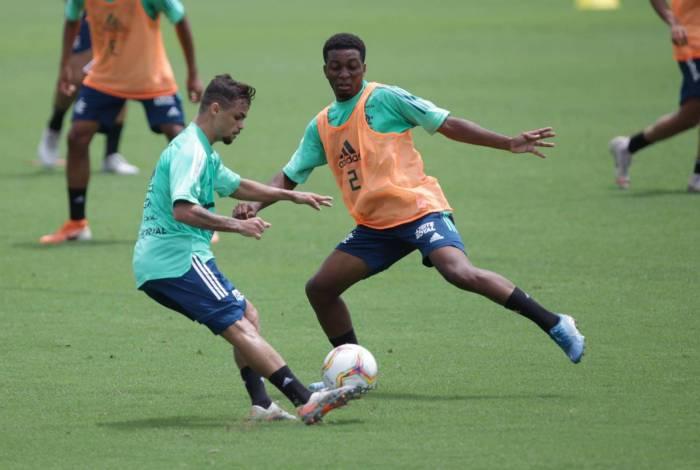 Michael (E) treina no Ninho. A equipe principal se prepara para a Supercopa, contra o Athletico-PR, em 16/2