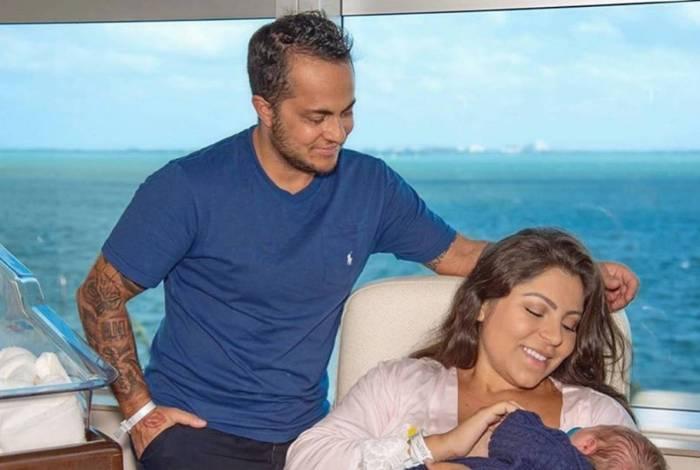 Thammy Miranda e Andressa Ferreira e o pequeno Bento