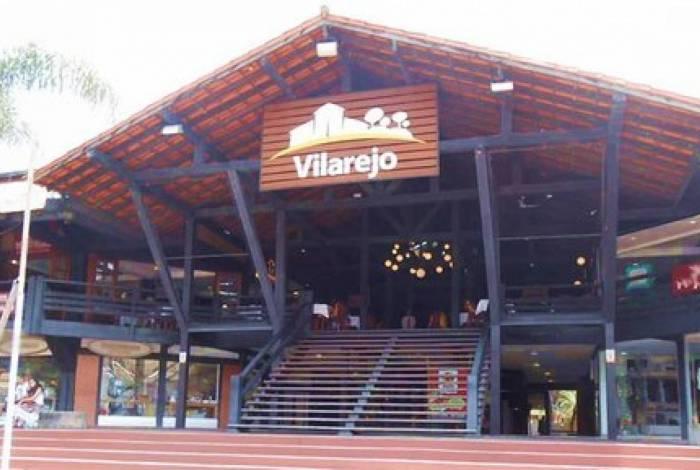 O Shopping Vilarejo de Itaipava é um dos pontos mais charmosos da cidade. Um shopping a céu aberto com boa variedade de lojas, restaurantes e bares, além de estacionamento próprio