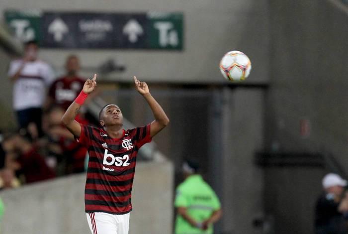 Clubes da Série B tentam contratação de Bill, Flamengo aceita emprestar, mas jogador breca