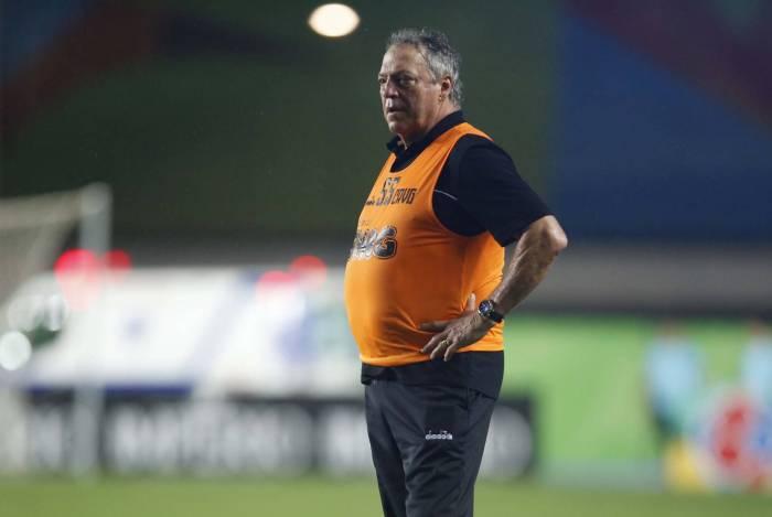 Sob pressão, Abel Braga é um dos principais alvos de críticas da torcida pela oscilação do Vasco