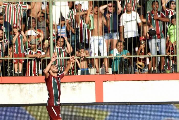 Um dos estreantes do dia, Yago fez o terceiro gol do Fluminense