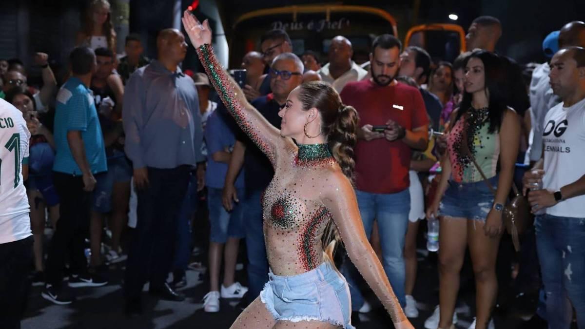 Paolla Oliveira no ensaio da Grande Rio