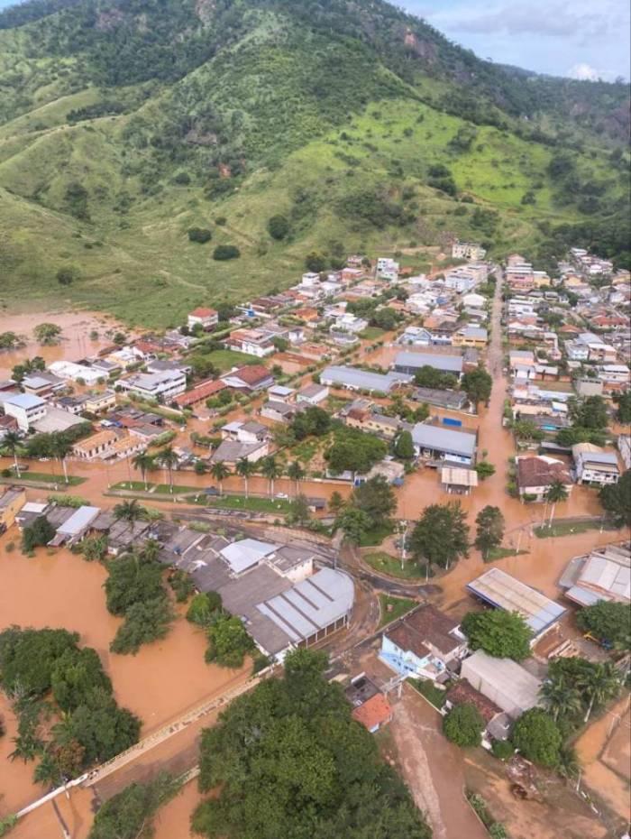 Chuvas em Porciúncula provocou enchentes em 85% da cidade após o transbordamento do Rio Carangola