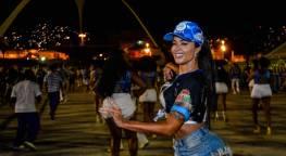 Aline Riscado no ensaio de bateria da Vila Isabel no Sambódromo
