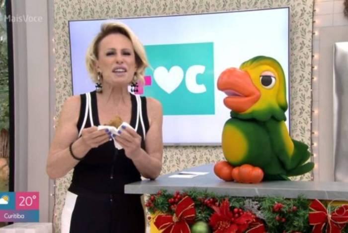 Ana Maria Braga recebeu homenagem da equipe do 'Mais Você'