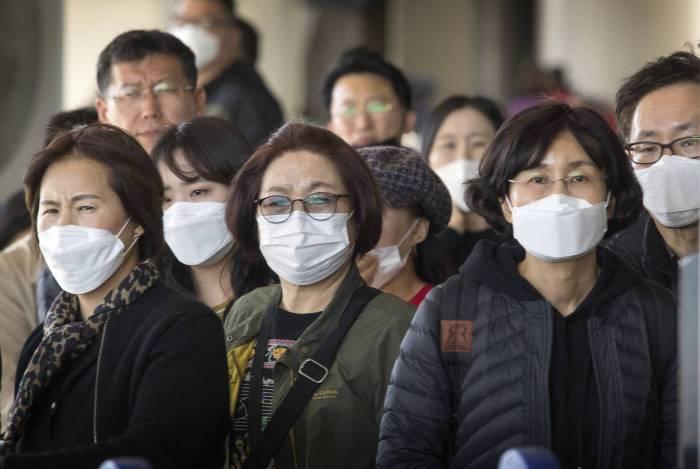 China: número de casos de coronavírus sobe para 9.692