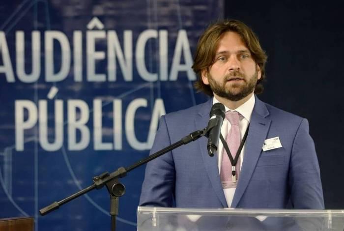 José Vicente Santini irritou o presidente da República ao usar avião da FAB