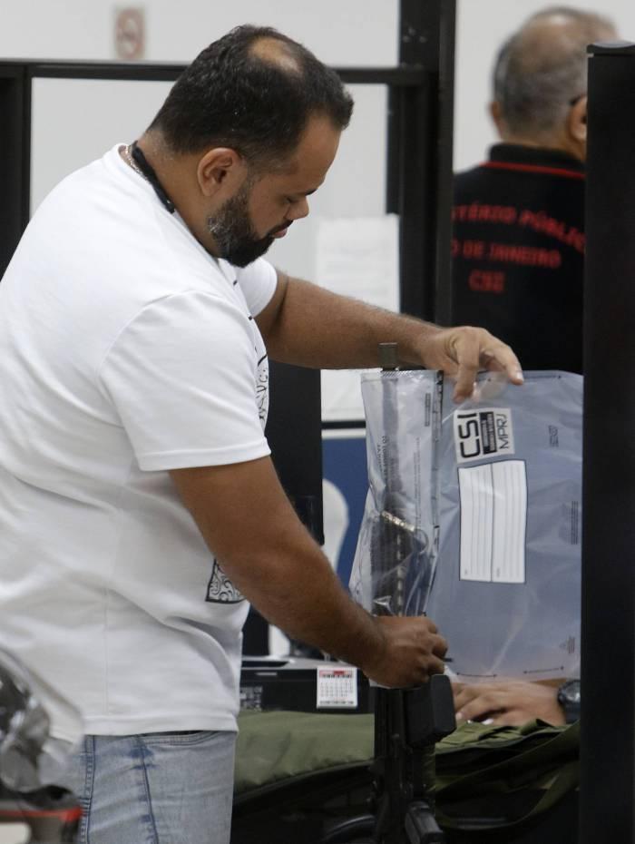 Presos e materiais apreendidos foram levados para a Cidade da Polícia