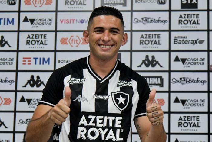 Danilo Barcelos assinou contrato de dois anos com o Glorioso