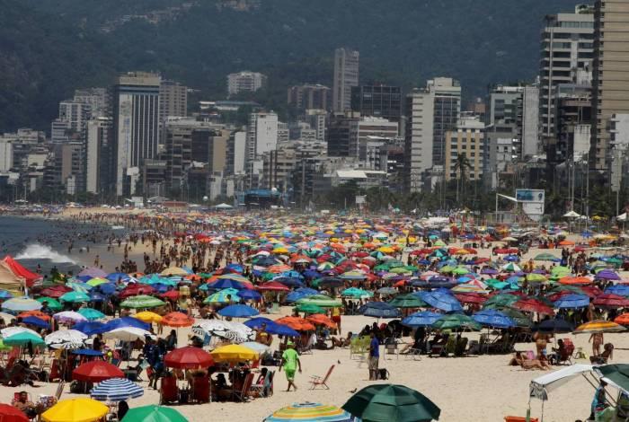 Dia de sol e lazer em Ipanema e Arpoador, praias da zona sul do Rio.