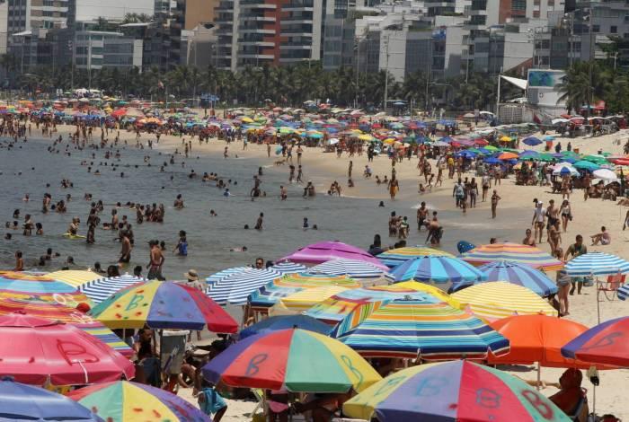 Dia de sol e lazer em Ipanema e Arpoador, praias da zona sul do Rio