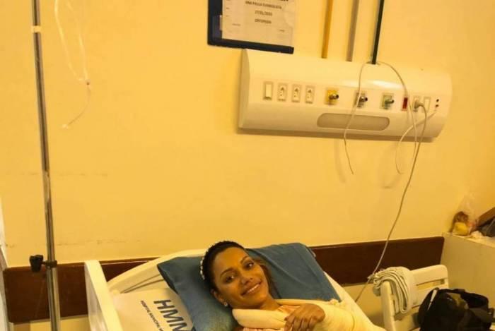 Ana Paula Evangelista passou por cirurgia após retirar gesso