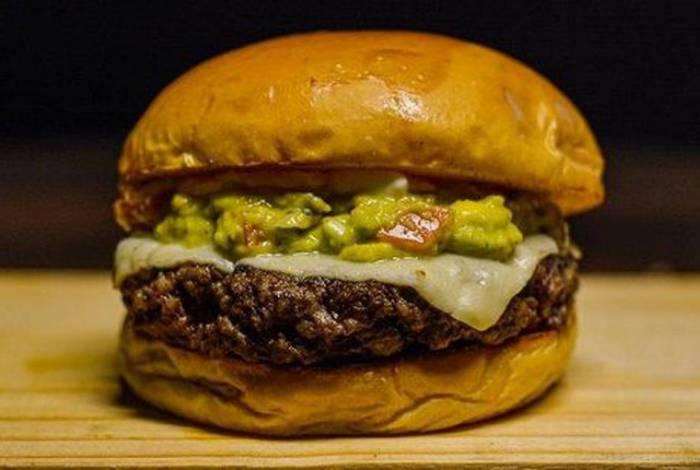 Embrapa desenvolve Novo Burger, um hambúrguer sem proteína animal, feito com fibra de caju e proteína de soja