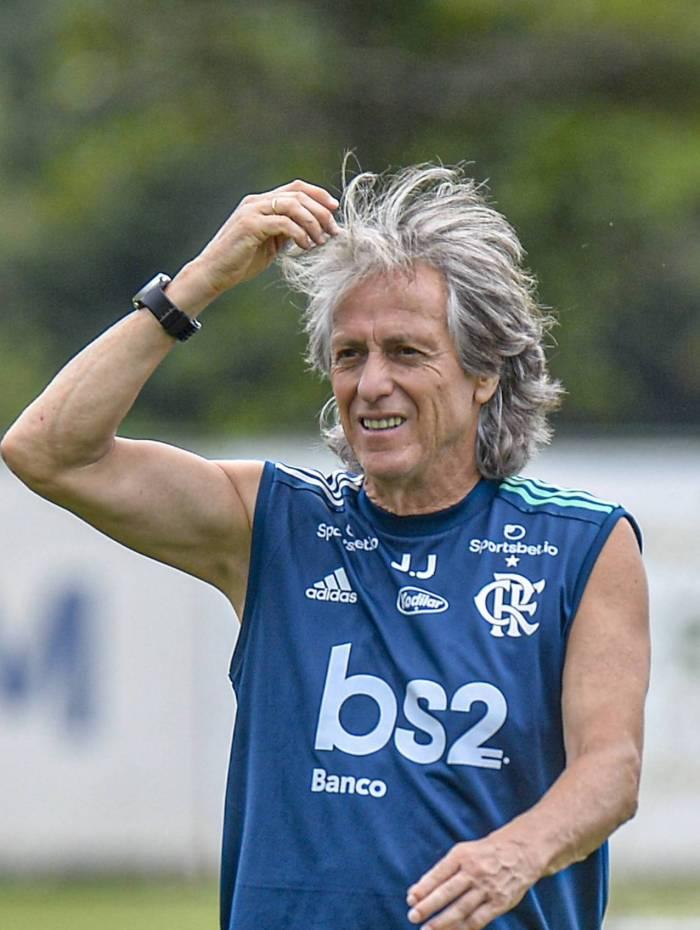 O técnico Jorge Jesus terá hoje pelo menos dois problemas para resolver na escalação do time