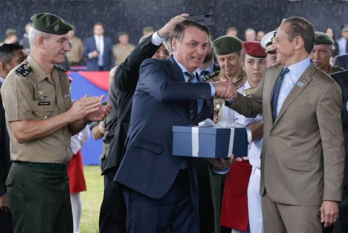 Presidente da República Jair Bolsonaro acompanhado do Presidente da FIESP Paulo Skaf, descerra a Maquete doada ao CMSP
