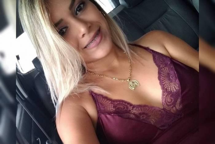 Karina Souto, de 29 anos, está internada na Unidade de Terapia Intensiva depois de ser baleada no rosto pelo ex-namorado