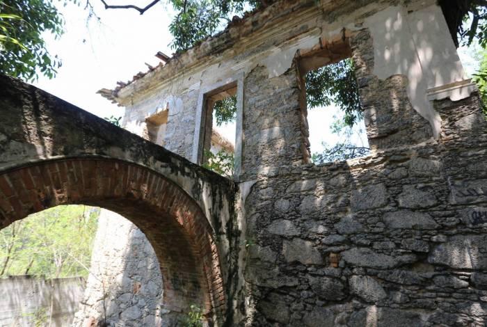 No parque fica a antiga Chácara do Vintém, de 1837, que abriga aqueduto e outras ruínas históricas