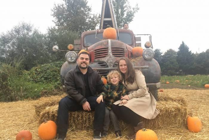 Camila Kern com o marido e o filho Arthur, no Canadá