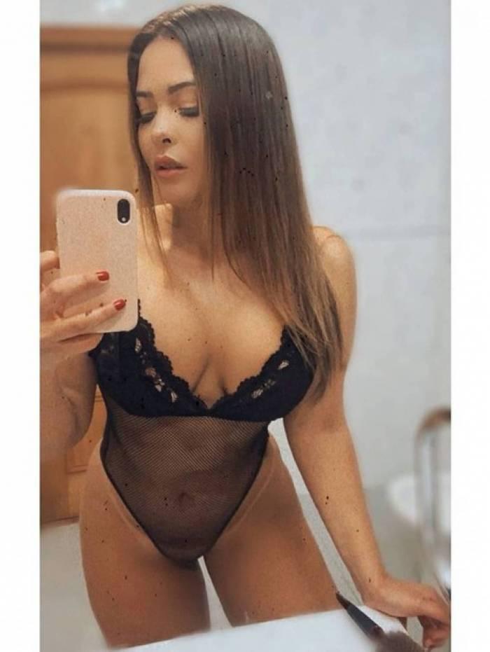 Geisy Arruda usa lingerie preta transparente