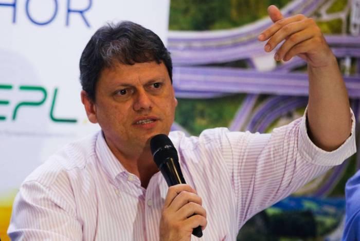 O ministro da Infraestrutura, Tarcísio Gomes de Freitas, fala durante reunião sobre concessões das principais rodovias estaduais e federais que cortam o Estado do Rio de Janeiro