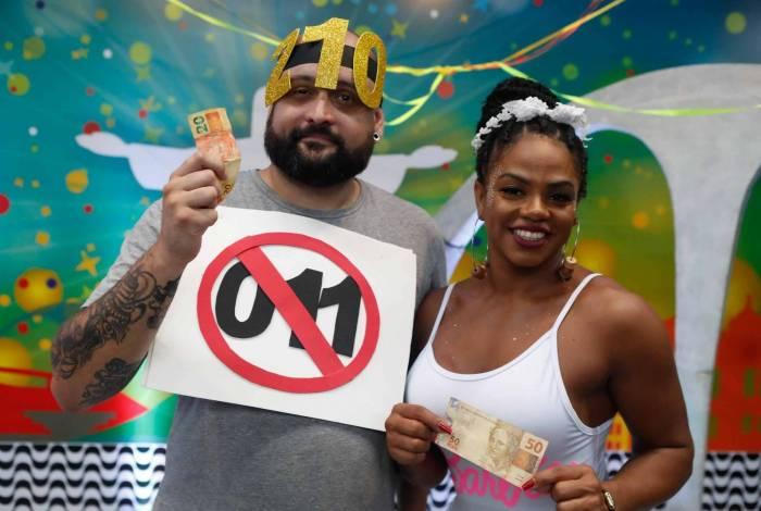 Vitor gastou R$ 20 e Bianca, R$ 50. Dica é pesquisar em lojas menos populares, pois costumam ter preços mais baixos.