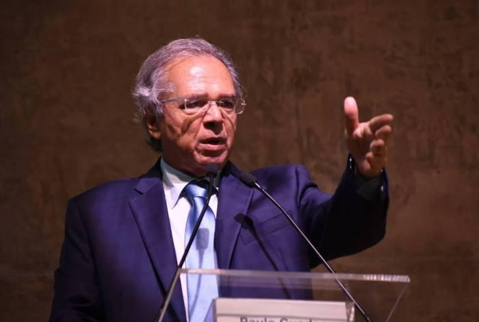 Ministro Paulo Guedes criticou reajustes salariais ao funcionalismo em evento realizado na FGV