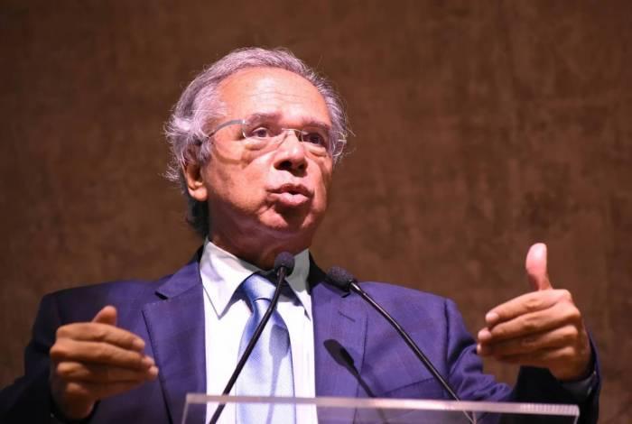 Ministro Paulo Guedes discursou em seminário da FGV, e comparou servidor público a parasita