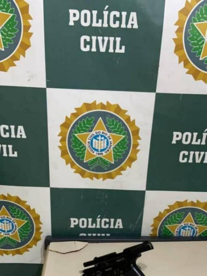 Francisco Eriton da Silva Lourenço postava uma pistola 9mm e foi preso por porte irregular de arma de fogo